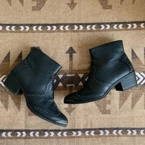 Universal Thread Sariah faux leather booties - sz7